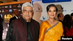بالی وڈ اداکارہ شبانہ اعظمی اپنے شوہر شاعر اور مصنف جاوید اختر کے ساتھ