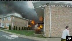 事故現場濃煙滾滾。