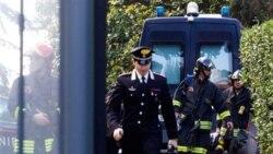 ماموران آتش نشانی و پلیس در سفارت سوییس واقع در شهر رم - ۲۳ دسامبر ۲۰۱۰