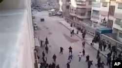 چالاکوانانی سوریا دهڵێن هێزهکانی حکومهت داویانه بهسهر ناوچهیهکی دیمهشـقدا