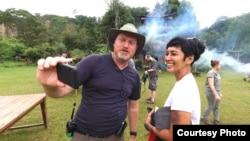 "Produser eksekutif ""Uncharted,"" Jon Kroll, bersama Ade Putri (dok: William Wongso)"