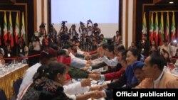 ၃ရက္ၾကာ က်င္းပခဲ့တဲ့ အစိုးရရဲ့ ျပည္ေထာင္စု ၿငိမ္းခ်မ္းေရးေဖာ္ေဆာင္ေရး လုပ္ငန္းေကာ္မတီ UPWC နဲ႔ တိုင္းရင္းသား လက္နက္ကုိင္အဖဲြ႔ေတြရဲ့ အဆင့္ျမင့္ ညိႇႏိႈင္းေရး ကိုယ္စားလွယ္အဖဲြ႔ SD တို႔ရဲ့ တႏိုင္ငံလံုး ပစ္ခတ္ တုိက္ခိုက္မႈ ရပ္စဲေရးစာခ်ဳပ္ NCA အေခ်ာသတ္ ညိွႏိႈင္းေဆြးေႏြးပဲြ။ (သတင္းဓာတ္ပံု- Myanmar Peace Center)