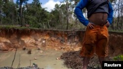 Los pozos de las minas son foco de la proliferación del mosquito que transmite la malaria.