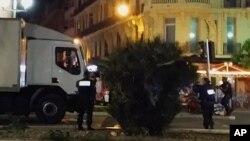Kamion koji je letos poslužio za napad u Nici, koji je prema uhapšenom Mohamedu Rafiku Nadžiju Islamska država želele da iskopira i na njujorškom Tajms skveru
