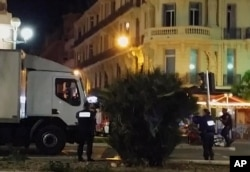 지난해 '바스티유 데이'에 맞춰 프랑스 휴양도시 니스에서 발생한 트럭 돌진 테러 현장.