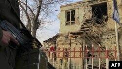 Cảnh sát cho hay tay đánh bom đã kích ngòi nổ tại một chốt kiểm sốt tại trung tâm thành phố Kunduz.
