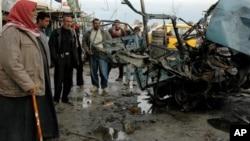 На месте взрыва в городе Махмудия (архивное фото)