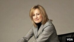 Dee Dee Myers menjadi juru kampanye program 'Empowering Your Confidence'.