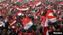 1月25日,埃及軍方的支持者和警察在開羅解放廣場舉行慶祝推翻穆巴拉克的起義三週年。