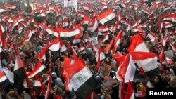 Pristalice aktuelne egipatske vlasti na Trgu Tahrir