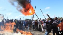 FILE: Rioters battle with Zimbabwean police in Harare, Monday, July, 4, 2016.