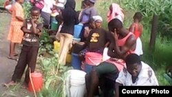The water crisis is forcing most residents to fetch water from Mucheke River.