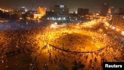 이집트 국경일인 지난 6일 카이로를 비롯한 주요 도시에서 군부에 반대하는 시위가 벌어졌다. 군경이 진압하는 과정에서 시위대 수십명이 사망하는 유혈사태로 번졌다.
