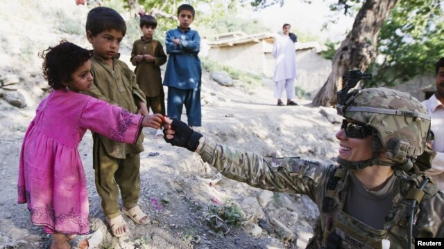Quân đội Mỹ lưu ý rằng theo ISAF, 84% thường dân Afghanistan thiệt mạng và bị thương trong năm 2012 đã là nạn nhân trong các cuộc tấn công của quân nổi dậy.