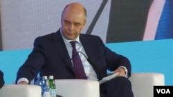 俄罗斯政府第一副总理西卢安诺夫2014年在莫斯科的一次讨论会。(美国之音白桦拍摄)