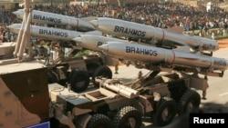 Tên lửa Brahmos của Ấn Độ trong một cuộc diễu hành ở New Delhi.