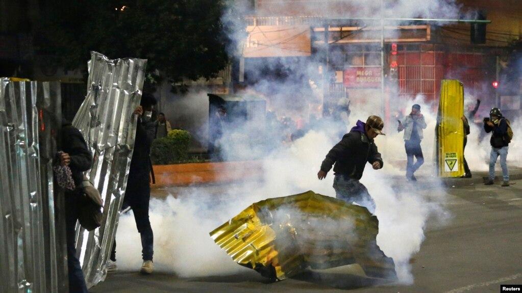 Bolivia se ha visto envuelta en una severa crisis tras las elecciones del 20 de octubre de 2019. Protestas violentas muestran el descontento de grupos que han reportado supuesto fraude a favor de Evo Morales.