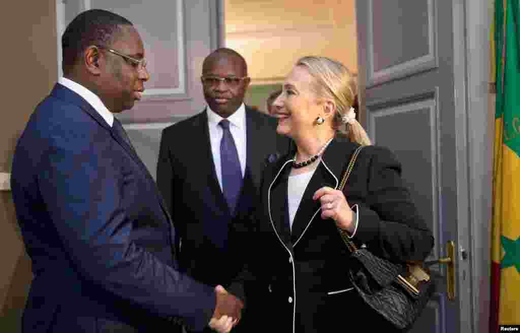 Ngoại trưởng Clinton gặp gỡ Tổng thống Senegal Macky Sall tại Dinh Tổng thống ở Dakar, 1 tháng 8, 2012.