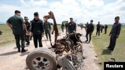 Quân đội đến khám xét hiện trường sau vụ nổ bom tại tỉnh Pattani ở miền nam Thái Lan, ngày 19/6/2017.