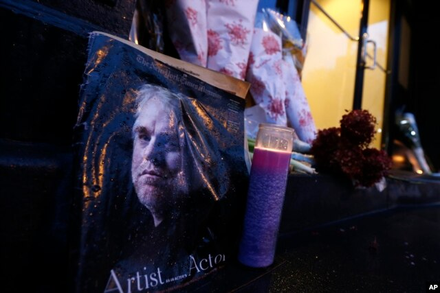A makeshift memorial sits outside the home of actor Philip Seymour Hoffman, Feb. 3, 2014, in New York.