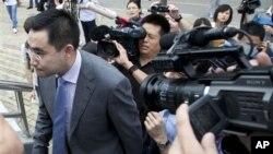 英商海伍德家庭聘请的诉讼代理人贺正生8月20日抵达合肥市中级人民法院出席审判谷开来杀害海伍德案件