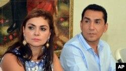 El alcalde de Iguala José Luis Abarca junto a su esposa María de los Angeles Pineda estan ocultos en una vivienda que parecía abandonada.