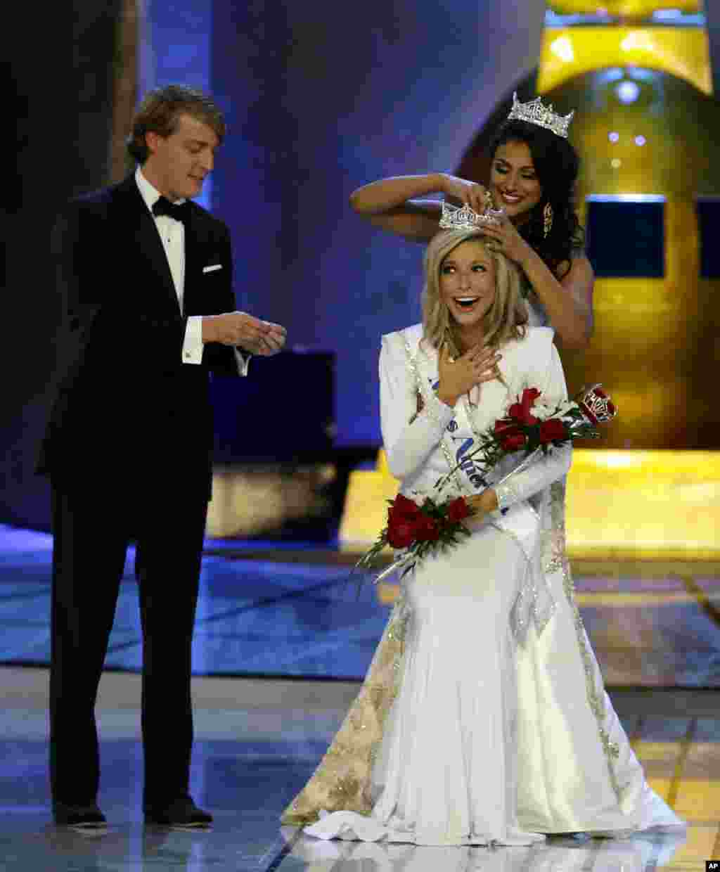 Miss America 2014 Nina Davuluri, top right, crowns Miss New York Kira Kazantsev as Miss America 2015 during the Miss America 2015 pagean in Atlantic City, New Jersey, Sept. 14, 2014.