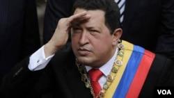 """La organización """"Un mundo sin mordaza"""" llevó adelante la jornada """"Sácate una foto contra la dictadura"""" haciendo referencia a Chávez."""