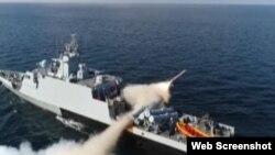 پاکستان نیوی کے ایک بحری جہاز سے کروز میزائل کا تجربہ کیا جا رہا ہے۔