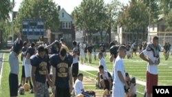 Ekipa američkog nogometnog tima Srednje škole Fordson u Dearbornu u Michigenu