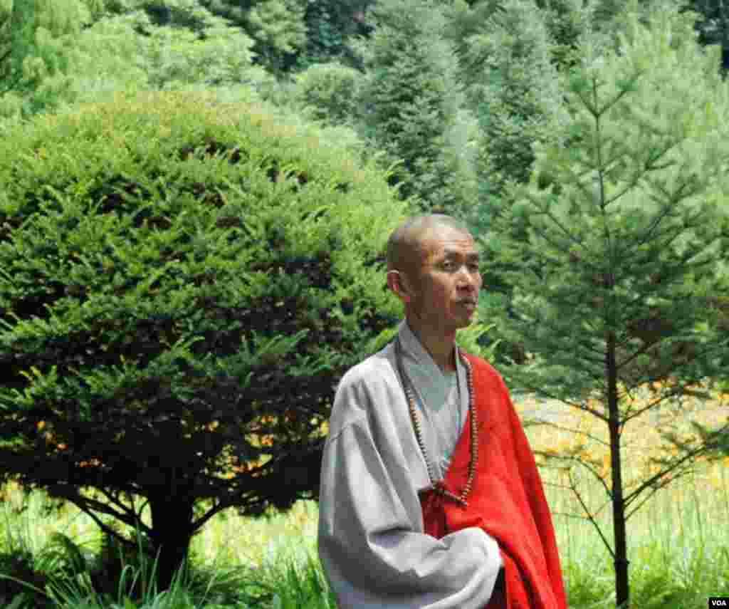 В історичному храмі мешкають 20 монахів.