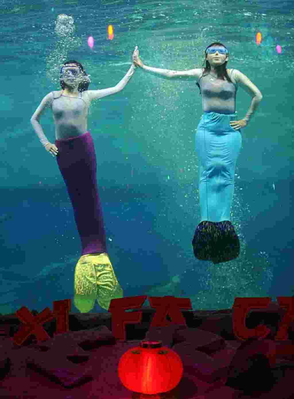 Pertunjukan Imlek di bawah air di Ancol, Jakarta, 23 Januari (AFP).
