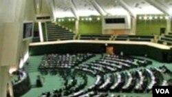 Parlemen Iran akan melakukan pemungutan suara untuk menetapkan RUU pemutusan hubungan diplomatik dengan Inggris.