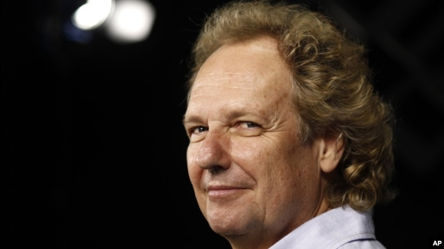 Jazz guitarist Lee Ritenour (2010 file photo)