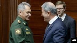 Los ministros de Relaciones Exteriores y de Defensa de Rusia, Sergei Shoigu y el de Turquía, Hulusi Akar, se reunieron el sábado en la capital rusa para analizar la situación en el norte de Siria.