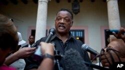 El reverendo Jesse Jackson reitera a los medios desde Cuba que aceptó la petición de las FARC de integrar el grupo humanitario para intervenir en la liberación del estadounidense Kevin Scott.