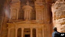 Tổng thống Barack Obama đi thăm thành phố cổ Petra nổi tiếng của Jordan, ngày 23/3/2013.