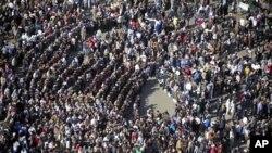 به دهیان ههزار کهس له گۆڕهپانی تهحریری قاهیرهی پایتهخت گردبوونهتهوه بۆ داوای کۆتایی هێنان به حوکمڕانی حوسنی موبارهک، یهکشهممه 30 ی یهکی 2011
