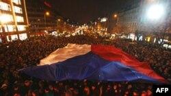 Dân chúng tụ họp đốt nến tại Quảng trường Wenceslas, Prague để tưởng niệm cố Tổng thống Havel