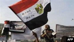 Người biểu tình Ai Cập hô khẩu hiệu chống Hội đồng quân nhân cầm quyền tại Quảng trường Tahrir ở Cairo, ngày 27/11/2011