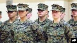 En esta foto de archivo se observa a mujeres marines en Corals Springs, Florida, en 2013.