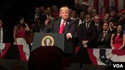 سخنرانی آقای ترامپ در فلوریدا بود، ایالتی که صدها هزار کوبایی مهاجر در آن زندگی می کنند.