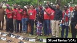 Les activistes du groupe Bring Back Our Girls à la place de l'Unité à Abuja, le 5 octobre 2019. (VOA/Gilbert Tamba)