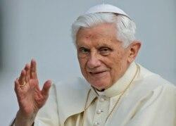 Papa Benedikt'in İstifa Haberi Almanya'yı Sarstı