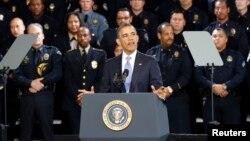 Obama dijo haber recibido montones de cartas de dueños de armas que piden hacer algo para frenar la violencia.