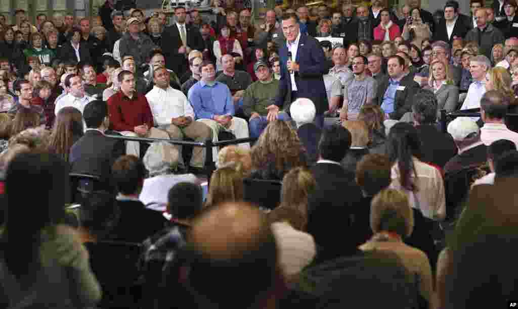 Ông Mitt Romney phát biểu tại cuộc họp ở Taylor Winfield tại Youngstown, Ohio, ngày 5 tháng 3, 2012. (AP)