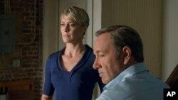 """La actriz Robin Wright como Claire Underwood y el actor Kevin Spacey como Frank Underwood en una escena de la segunda temporada de """"House of Cards"""". Imagen provista por el servicio de streaming Netflix."""