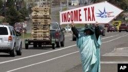 De acuerdo a un reciente reporte de Nielsen, se espera que el poder adquisitivo de los hispanos alcance $1.5 trillones de dólares para el 2015.