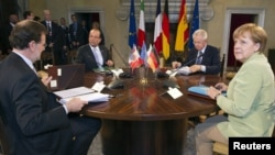 Từ trái: Thủ tướng Ban Nha Mariano Rajoy, Tổng thống Pháp Francois Hollande, Thủ tướng Italia Mario Monti và Thủ tướng Đức Angela Merkel trong một cuộc họp ở Rome, ngày 22/6/2012