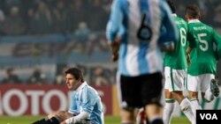 Argentina viene de igualar ante Bolivia 1-1, por lo que esta noche está obligada a quedarse con los tres puntos frente a Colombia.